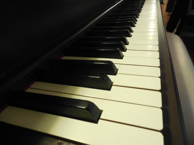 DIY Piano Renewal With Homemade Chalk Paint